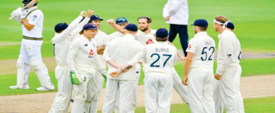 Azam punishes England at tea in first test