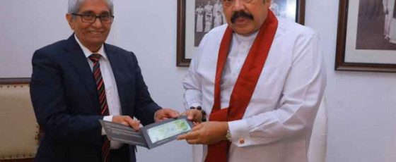 New 1,000-rupee note presented to PM by CBSL Governor