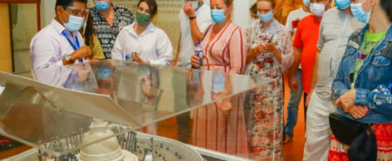 Ukrainian tourists visit Temple of the Tooth Relic (PHOTOS)
