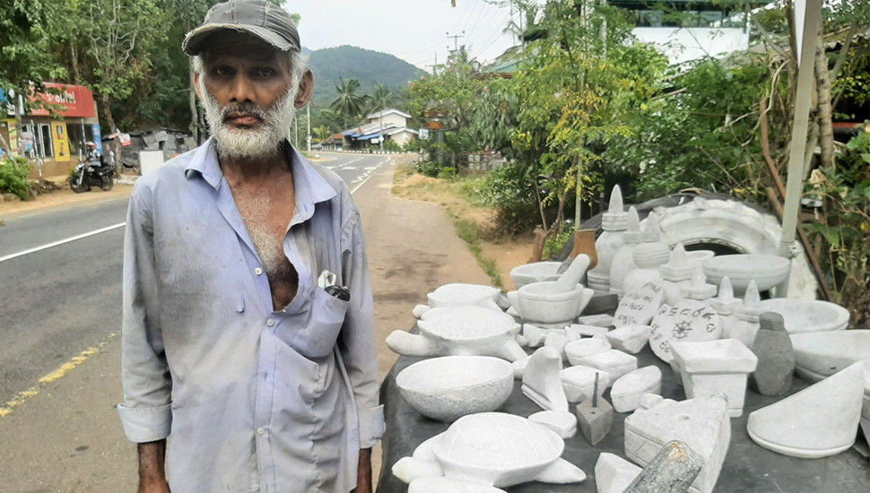 Sculptor seeks market for his products