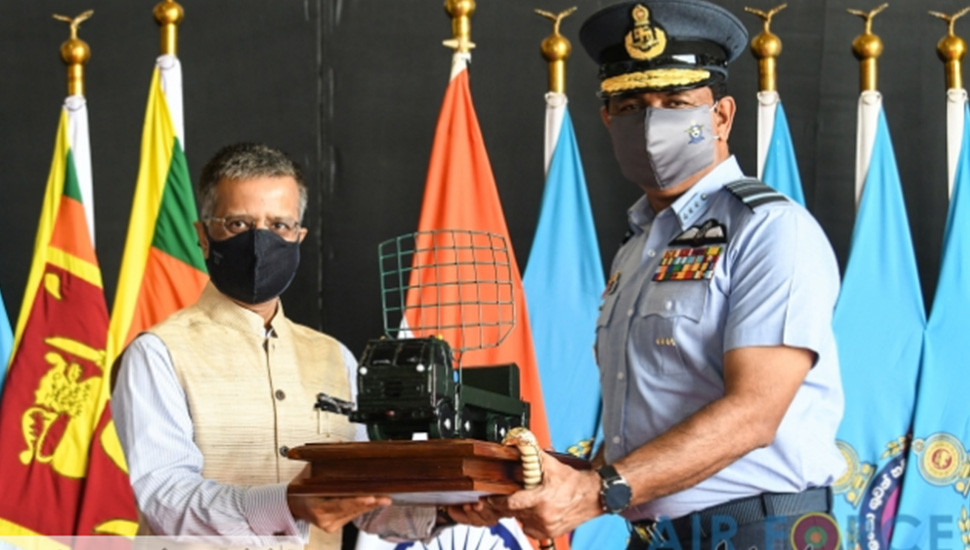 India gifts defence equipment to SLAF