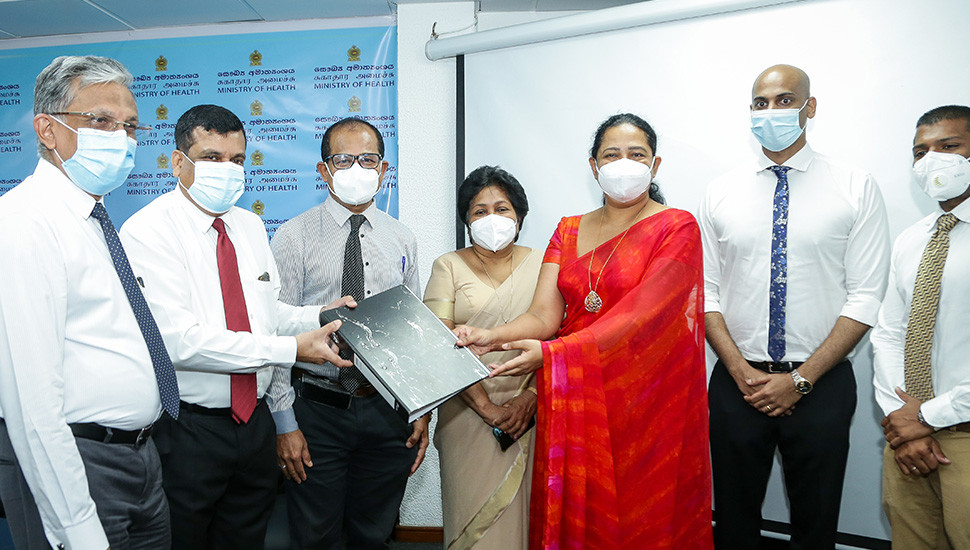 Tissa De Silva Trust donates lab equipment to CNH