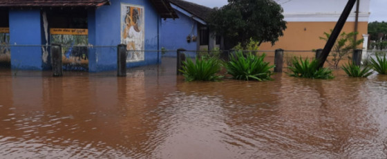Heavy showers cause floods in Padaviya