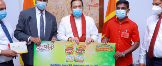 Prime Minister presents  cheques to two super winners