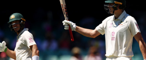 India fight rearguard as Australia sniff Sydney victory