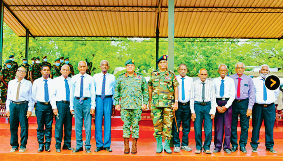 Army Chief Meets Jaffna's Rtd Security Forces Personnel