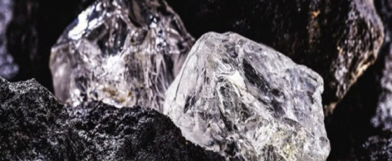 How could surface minerals get in diamonds?