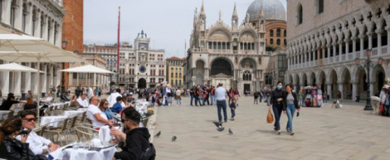 Italy shortens COVID curfew, eases other restrictions