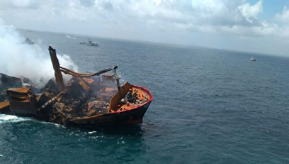 Marine experts attempt to prevent environmental disaster