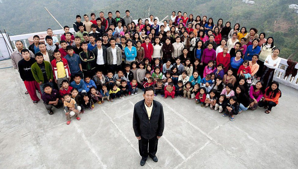 Ziona Chana: Head of 'world's largest family' dies