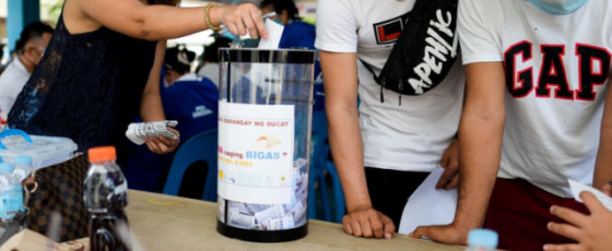Philippines community raffles off bags of rice to boost vaccine drive