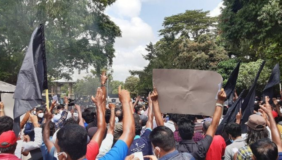 IUSF protest: Two arrested, Maharagama OIC hospitalised