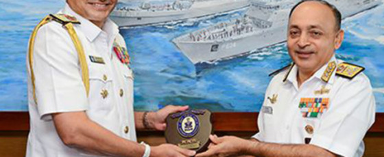 India's Southern Naval Chief meets SLN Commander